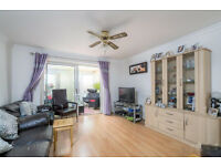 SHORT LET! A spacious semi-detached house set in cul-de-sac close to Fulham Broadway Underground