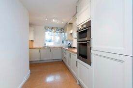 * GORGEOUS THREE DOUBLE BEDROOM MAISONETTE IN SW11 * PARKING * PRIVATE GARDEN * TRANSPORT NEARBY *