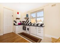 LONDON ROAD, CR7 - A STUNNING 3 BEDROOM FLAT WITH OPEN PLAN LIVING & KITCHEN - AVAILABLE NOW