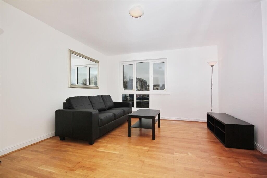 A bright and spacious ground floor 2 bedroom apartment offering superb views over South Dock marina.