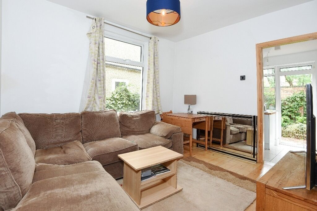 Penwith Road, SW18 - Well presented two double bedroom ground floor maisonette with garden £1450pcm