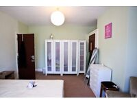 1 large bedroom in a very quiet place in Buckingham Road Edgware Middlesex.