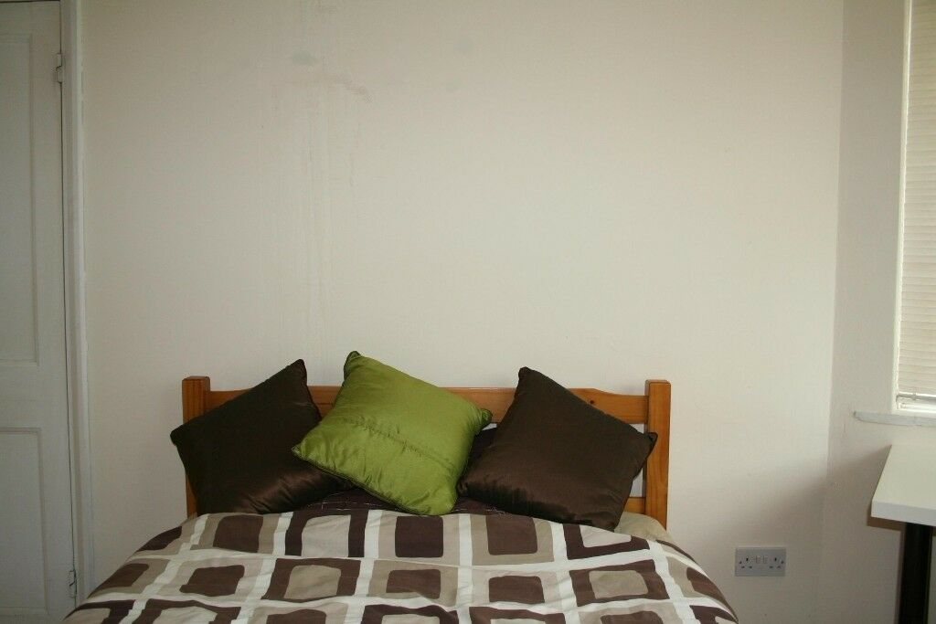 Bright Double Room in a Surbiton House share