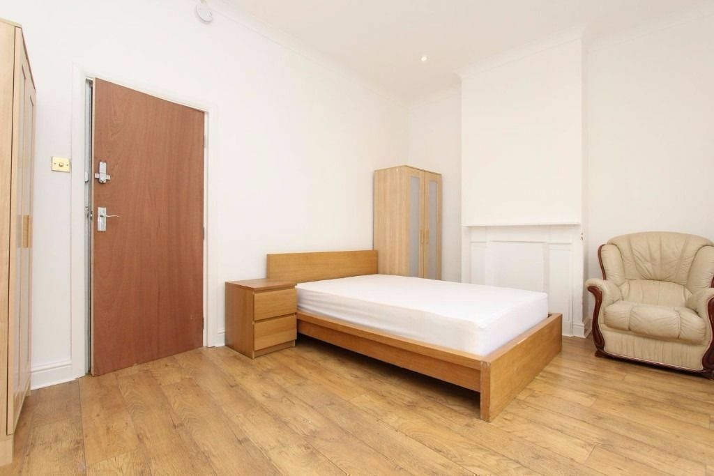 Move in Now COUPLES ! Stunning Double Room CANARY WHARF