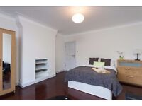 Large Double Room in a Beautiful Mansion Flat