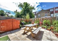CALLING ALL FAMILIES-7 BEDROOM HOUSE-PRIVATE GARDEN-3 BATHROOMS-TWO SINKS, TWO OVENS - STAMFORD HILL