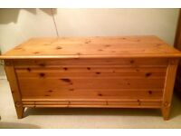 Pine blanket chest / bench storage