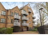 Deauville Court - A modern one bedroom ground floor apartment close to Canada Water tube station