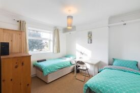 TWIN ROOM FOR 02 FRIENDS IN GREENWICH! MOVE ASAP!JUST 370/MONTH PER PERSON!