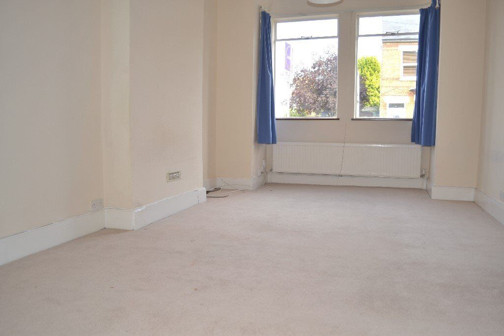 Three Bedrooms, 2 Reception Rooms, Private Garden, 5 mins to Wimbledon Station
