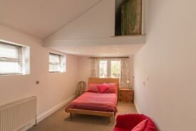 Large bright double rooms in Central Exeter Victorian Townhouse