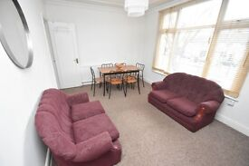 SPACIOUS 3 Bed Flat In The Heart of MUSWELL HILL 15min Walk From NEW SOUTHGATE STATION-PETS ALLOWED!