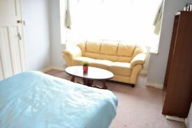 Large Double - Tooting Bec - ALL BILLS INC - HALF DEPOSIT - £695 PCM 15/03