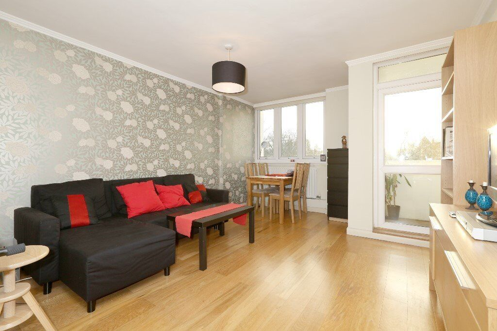 Stunning one double bedroom split-level flat with balcony moments to Exmouth Market and Holborn