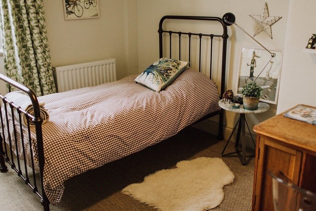 Oliver Single Iron Bed From Feather And Black In Bronze Good Condition