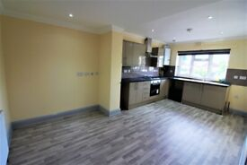 Excellent condition & spacious 2 bedrooms first floor flat on high street Barkingside