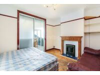 Beautidul three bedroom house with conservatory in Thornton Heath. Available immediately.