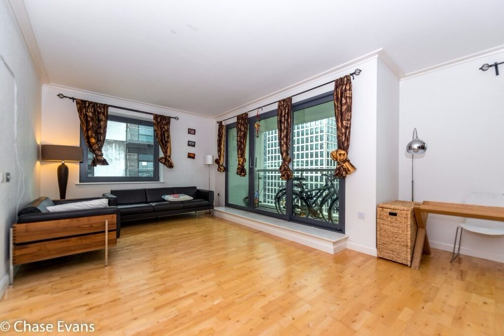@ Discovery Dock - stunning two bed two bath in the heart of canary wharf - pool/gym - must see!