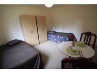 LOVELY TWIN ROOM TO RENT IN MARYLEBONE AREA GREAT LOCATION CLOSE TO TUBE STATION. 24S