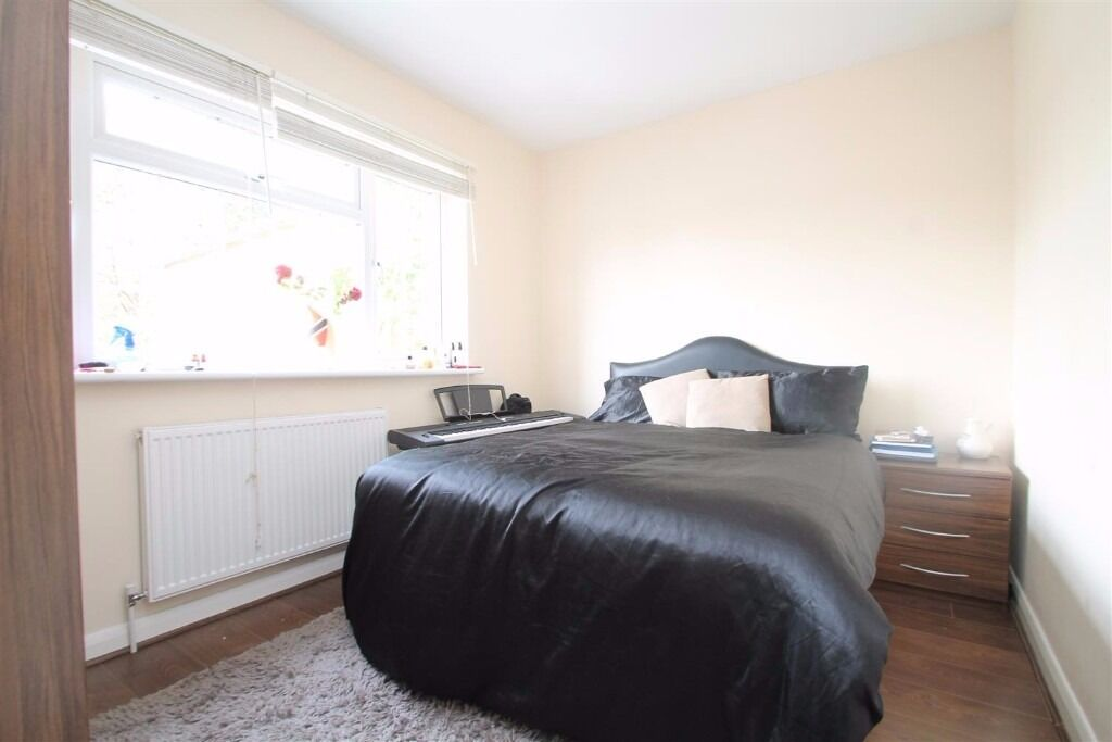 Addison Road - FURNISHED 3 BEDROOM HOUSE WITH MASSIVE GARDEN IN SOUTH NORWOOD - NO SHARERS