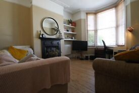 A FANTASTIC 4 BED/BEDROOM HOUSE - WITH OWN GARDEN - ISLINGTON - N19