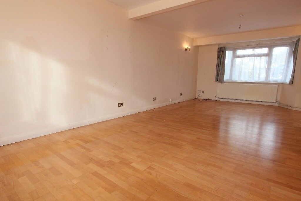 3 BEDROOM HOUSE AVAILABLE IN SOUTHGATE - SORRY NO DSS
