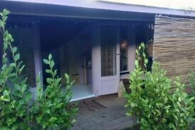 Porthtowan. Quirky and cosy, beautiful fully insulated and self contained wood cabin by the sea.