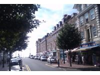 Large double room and cozy double room to rent for single person or couple in central Eastbourne