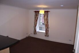 Modern 2 Bed first floor flat, great cond'n & locat'n, Elec Heat, Dble Glazed, £400pcm