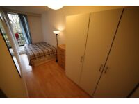 Double room with balcony and single room available. ONLY 2 WEEKS DEPOSIT!