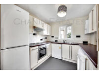 *STUDENT INCENTIVE* A well presented, four double bedroom town house boasting three bathrooms.