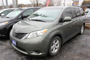 2011 Toyota Sienna LE POWER DOORS