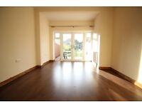 PROPRIETATE DE A INCHIRIA- MASSIVE FOUR BEDROOM REFURBISHED HOUSE -TWO TOILETS- HOUNSLOW AREA