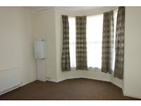 One bedroom flat in Mutley, nearby Tesco and PureGym, central heating, very comfortable.