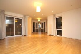 Stunning Two bed flat beside the Thames with a Leisure complex!