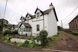 Beautiful 5 bedroom house to rent. Roberton near Biggar. Paddock available.
