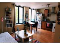 A FANTASTIC STUDIO FLAT AVAILABLE IN WHITECHAPEL - SEPARATE BATHROOM - BALCONY - MINS FROM STATION