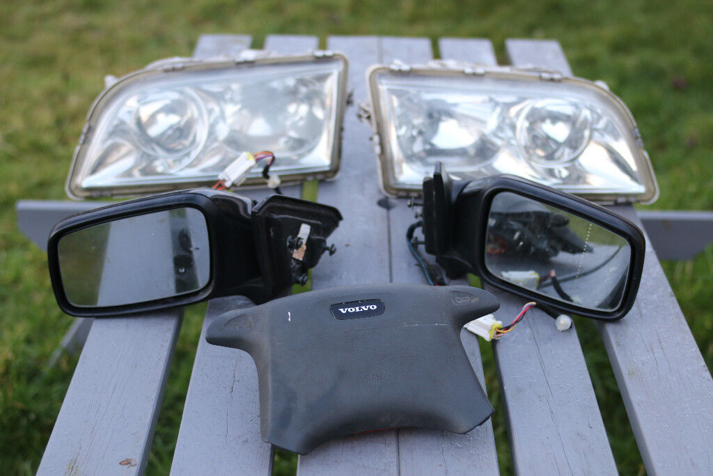 Volvo V40 mirrors,headlights and airbag