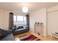 LARGE 3 DOUBLE BEDROOM FLAT WITH SEPARATE RECEPTION & KITCHEN
