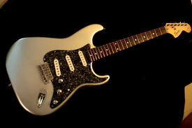 FENDER SQUIER STRATOCASTER guitar silver fantastic player and tone great set up