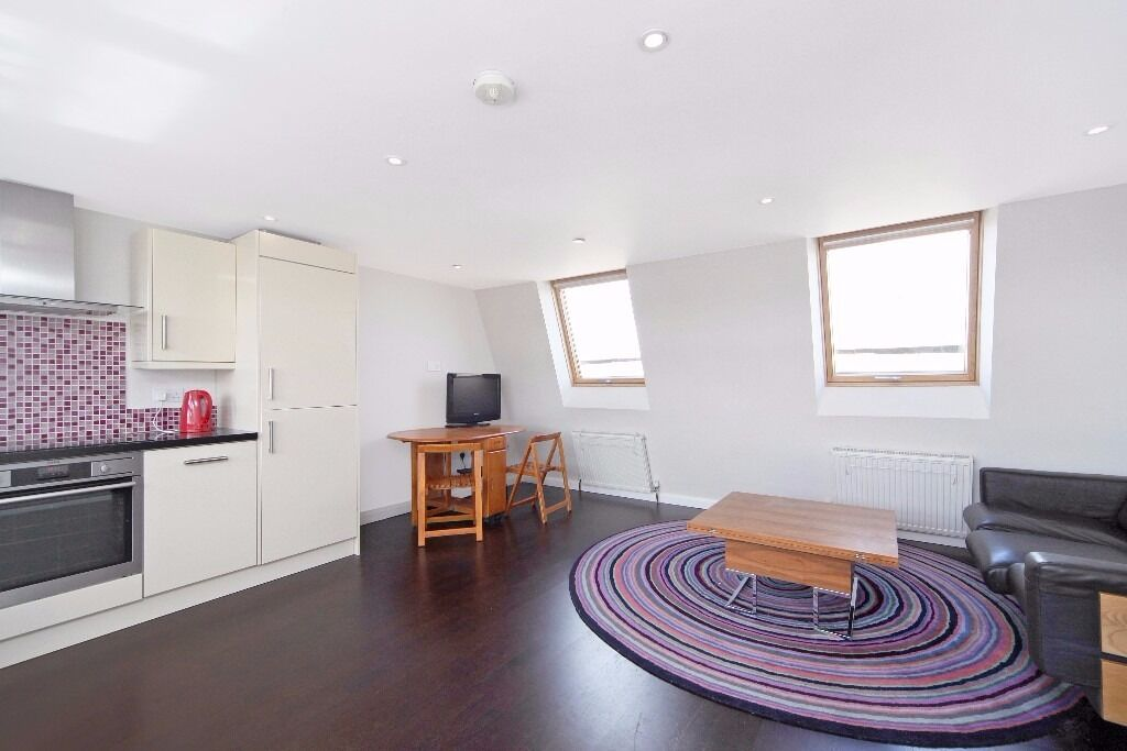 Two double bedroom split level flat - moments from Fulham Broadway