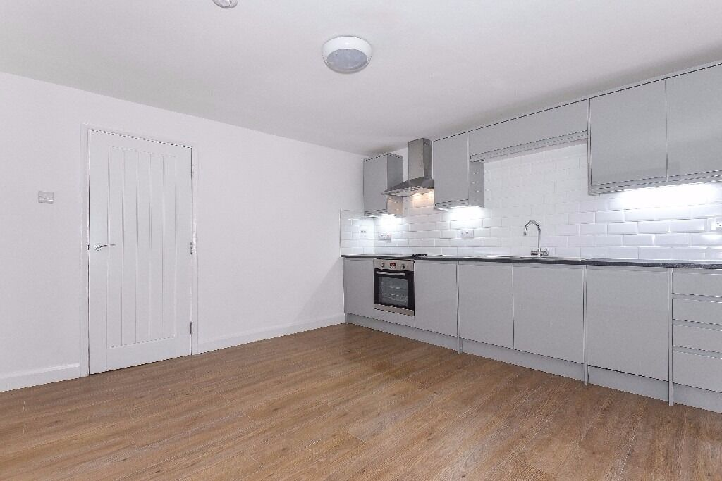 TWO BED NEWLY RENOVATED NEAR ANGEL TUBE AVAILABLE NOW!!