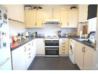 LARGE 2 BEDROOM FLAT WITH SEPARATE KITCHEN IN WOOD GREEN