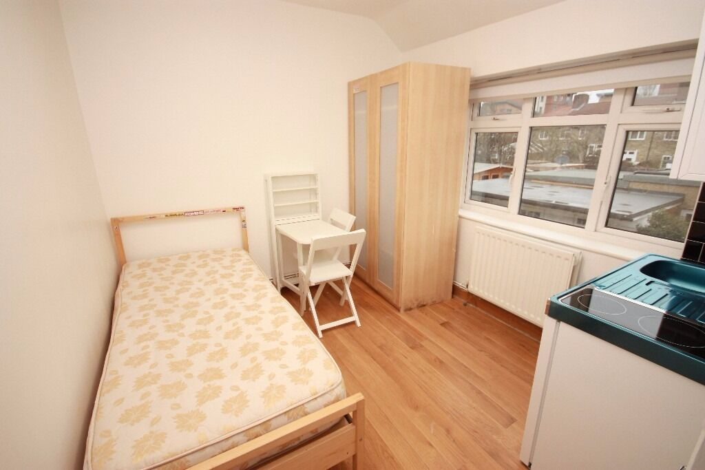A newly converted studio (single) located close to central line zone 2 stations and local amenities