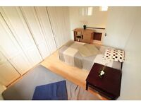 M/ 2 room available in very nice property in the heart of camden town, 3min from underground // 37A