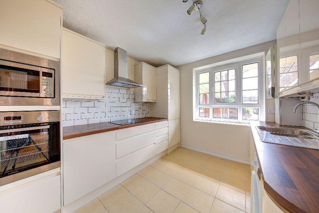 3 Bedroom flat, Mertune Court, Martin Way, London