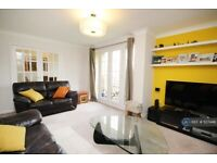 3 bedroom flat in Waters Drive, Staines-Upon-Thames, TW18 (3 bed) (#1127446)