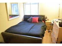 Large double room in South Wimbledon. Available 30/11
