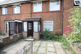Spacious 4 bed terrace, lovely quiet location overlooking Wormwood Scrubs