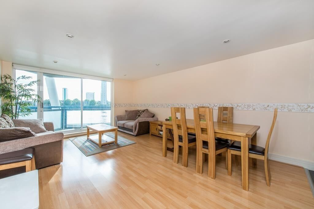 ***BARGAIN! MODERN 2 BED 2 BATH APARTMENT IN CANARY WHARF E14 - AVAILABLE NOW - £1580 PER MONTH***